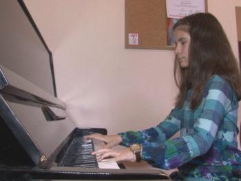 Незряща пианистка от Враца покорява музикални върхове